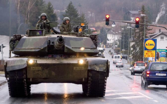Captura de pantalla 2014 07 04 a las 112907 - El Ejército saca los tanques a la calle para que hagan sus necesidades y jueguen con otros tanques