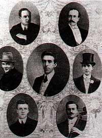 Hartley (en el centro) y el resto de la formación.