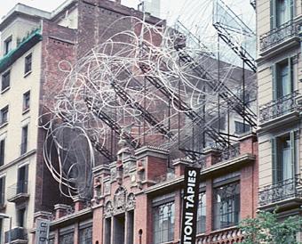 """La Fundació Tàpies, con """"esos hierros absurdos"""" en el tejado."""